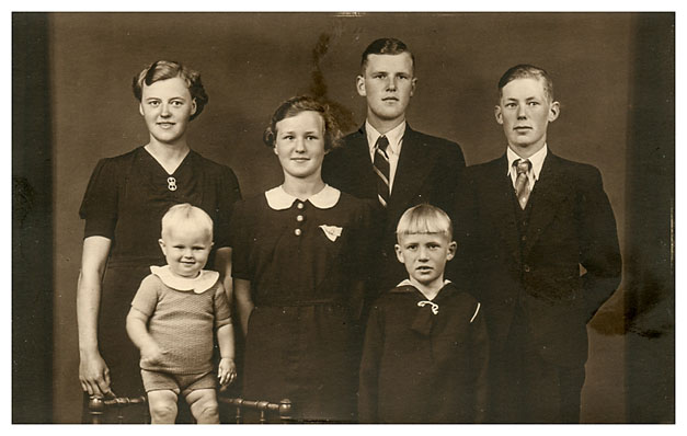 Karen (1920-), Christian, Åge, Johanne, Kirstine, Jens Hovmark, Egon (1938-)